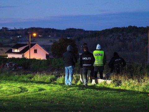 Overvåket: Med kikkert holdt politiet utkikk ned på småbruket hvor Bandidos hadde invitert til fest lørdag.