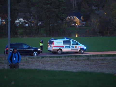 Kontroll: I begge retninger på Solliveien ble alle biler stanset for å sjekke om det var gjester til Bandidos-selskapet.