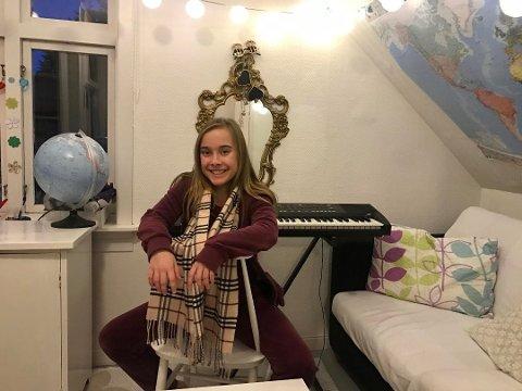 Synger: Fredrikstad-jenta Ella Lockert Postl (12) deltok nylig i MGPjr. Neste uke synger hun under julegrantenningen på Stortorvet.