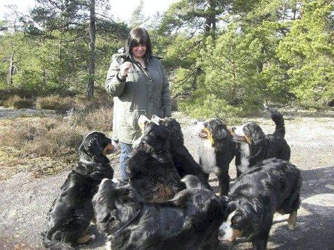 HUNDER: Liv-Karin har hatt mange Berner Sennen-hunder. FOTO: PRIVAT
