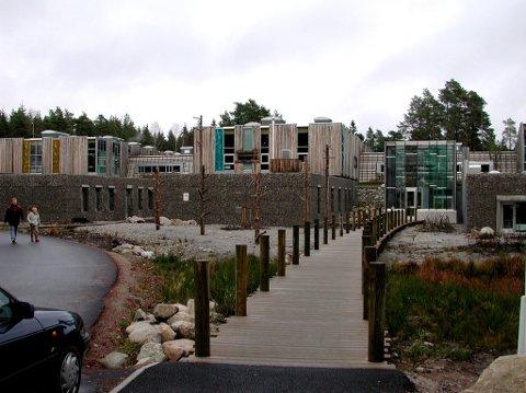Satser. Kvernhuset ungdomsskole skal anlegge et frisbeegolf-anlegg i skolegården.