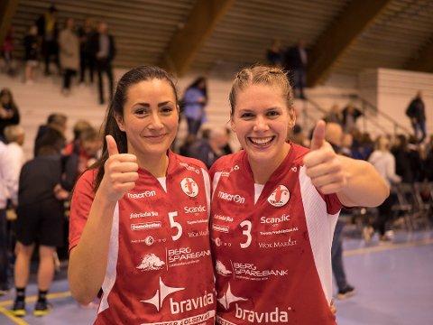 NY KONTRAKT: Celina Pedersen (til venstre) er den siste spilleren som har skrevet ny kontrakt med FBK. Her sammen med Anett Andersen som også er med videre.
