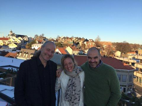 Byantikvar Vegard Lie (t.v) har fått hjelp av bygningsantikvarene Ewa Juneborg og Hans Johnsson.