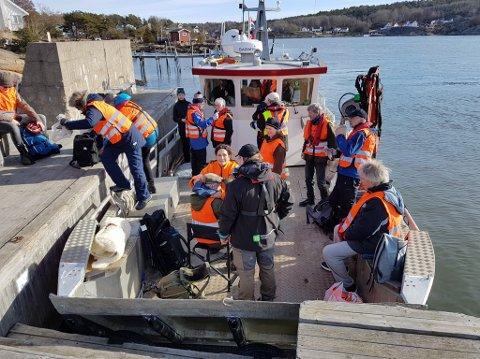 RYDDET KRÅKERØY: Skjærgårdstjenesten stilte med båter da Kystlotteriet og Hold Norge rent dro igang ryddeaksjon på Kråkerøy tidligere i år. Nå håper de noen kan hjelpe dem med busser.