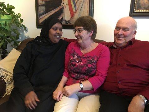 Nært forhold: Eva og Ulf Berg har inkludert Leila Abdi Yusuf i familien, med deres barn og barnebarn. Nå vil de kjempe for at 35-åringen får oppholdstillatelse i Norge.