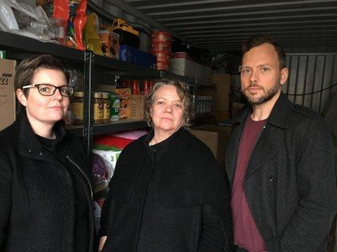 Takket for innsatsen: Audun Lysbakken og Camilla Sørensen Eidsvold møtte Stine M. Carlsen (venstre) i Hjelp oss å hjelpe torsdag.  – Vi må gjøre mer for å få ned antallet fattige, mener SV-toppene.