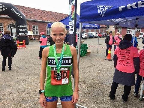 REKORD: Julie Larsen fra Sarpsborg kunne smile over å både vinne kvinneklassen og sette løyperekord. (Foto: Henrik Myhrvold Simensen)