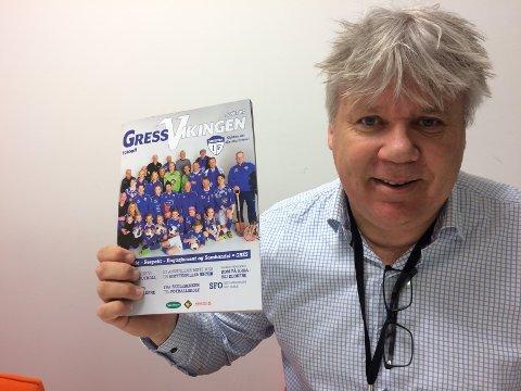 GIR UT MAGASIN: Arnie Johannessen er stolt av det ferdige produktet. Foto: Vidar Henriksen