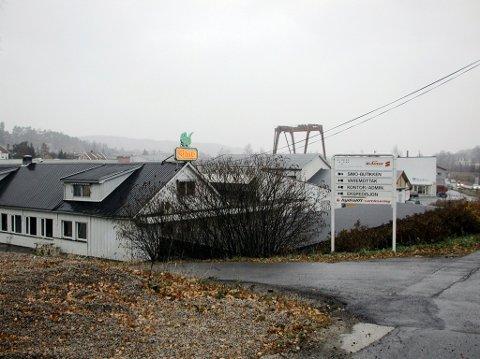 Simo-bygget i 2002: Slik så fabrikken i Seutveien ut med den karakteristiske logoen på toppen. (Arkivfoto: Henrik Baardsen)