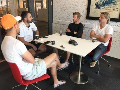 Fotballmagasinets Christian Brevik, Kristian Bolstad og Vidar Henriksen fikk besøk av FFK-spiller Ulrik Flo.