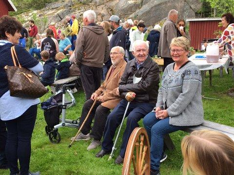KOSTE SEG: De 700 som hadde møtt opp på bydedagen finn en fin dag på Hvaler.
