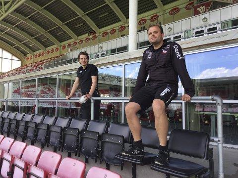 FFKs daglige leder Joacim Heier og Aleksander Olsen fotografert på Fredrikstad Stadion i 2017. - Vi var ikke alltid enige, men er det én mann jeg unner suksess nå, så er det Heier, sier Olsen.