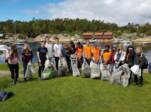 ØNSKER DEG: Kystlotteriet arrangerer søppeldating i Engelsviken 30. april. Bildet er tatt da elever fra Frederik II plukket søppel i Hankøsundet i forbindelse med World Ocean Day i juni i fjor.