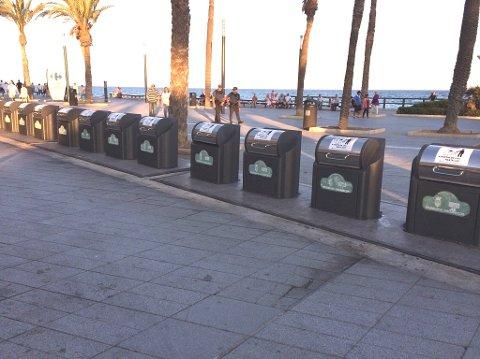 Nedgravde containere: – Dette fungerer i mange andre land. Lukkede containere gjøre at søppelet ikke flyter rundt i gatene, skriver Eriksen. Bildet er fra Torrevieja i Spania.