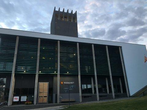 Pusses opp: Tårnet på rådhuset trenger noen malingstrøk.