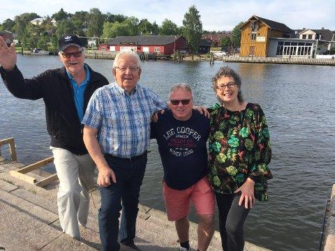 LØRDAG ER DE KLARE IGJEN: – Også i år skal vi få hele brygga til å synge. Musikken skal høres på begge sider av elven, sier Kjell Tveter (t.v),  Øivind Dahl, Dag Solheim og Thorbjørg Ileby. Konserten vil foregå på plattingen på Båthuset Scene.