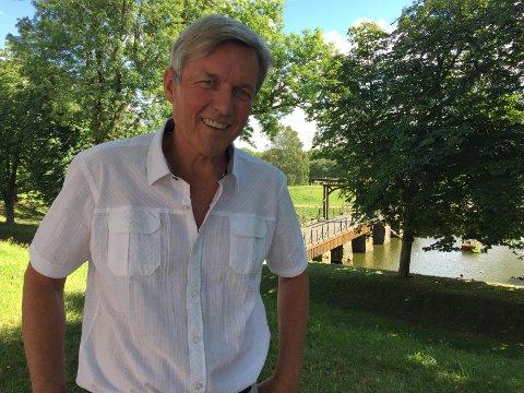 – Dette er en bok som er skrevet for folk som har hjertet sitt i Fredrikstad, sier forfatter Jan Ove Ekeberg om byens nye jubileumsbok.