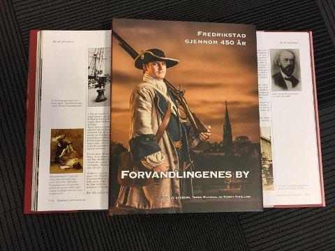 Boken «Forvandlingens by» er rikt illustrert, både med gamle bilder fra Fredrikstad Museum og illustrasjoner tatt av fotografene Jan Kraft og Tommy Tindlund.