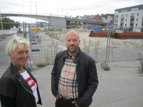 Byggestart: Tordenskiold Brygge er godkjent, og nå er det salgsstart. Her megler Kari Mette Wernersen og  initiativtager til utbyggingen, Cato Jansen.