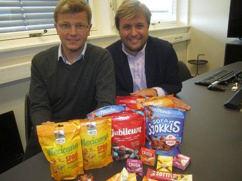 Tradisjonsrik bedrift satser: Fra venstre Mathias Holm og Flemming  Formoe forteller om store investeringer i både maskiner og produktutvikling