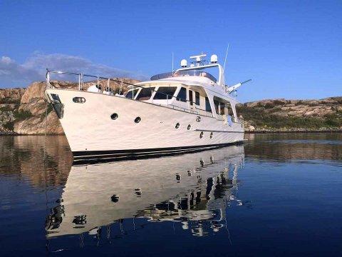 LUKSUS: Akkurat nå ligger denne båten til salgs i Fredrikstad. Prislappen? Nesten 7 millioner kroner.