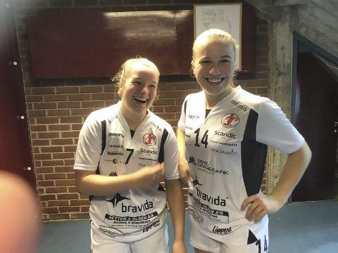 BLIDE: Nora (til venstre) og Hedda Thulin er begge tatt ut på juniorlandslaget. Foto: Vidar Henriksen