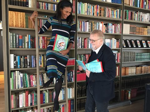 """Lisa Aisato og Klaus Hagerup har sammen laget boken """"Jenta som ville redde bøkene""""."""