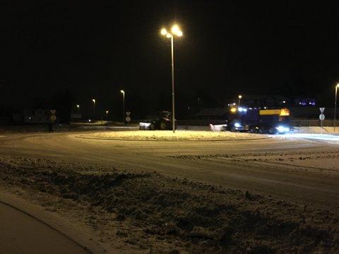 Lite tegn på vinter: Måkebilene var ute i morgentimene torsdag for å skuffe unna det lille som kom av snø i løpet av natten.