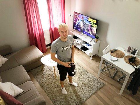 LITT AV EN SPILLER: Joona Veteli spiller Fortnite, når han ikke briljerer på FFKs midtbane.