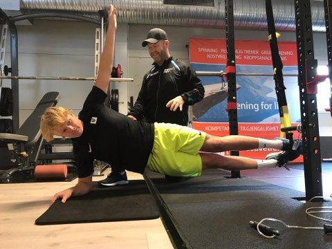 OPPFØLGING: Kongstensvømmernen Mattis Grindalen Svendsen blir ukentlig fulgt opp av Jörgen Wahlberg på Active Trening.