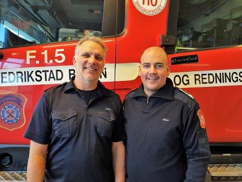 Kommer. Røk- og vanndykker Jørn Lien( til venstre) og branninspektør Jonas Arntzen kommer til domkirkekjelleren tirsdag 13. oktober.
