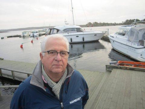 Erik Nordum er daglig leder i Skjærhalden Gjestehavn i deltidsjobb. Havna har inntil 140 gjesteplasser, fordelt på et stort flytebryggeanlegg som er plassert midt i Skjærhalden havnebasseng.
