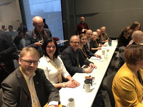 På plass: Østfold-delegasjonen er på plass på landsmøtet på Gardermoen. Fra venstre: Brynjar Høidebraaten, Britt Gulbrandsen, Øyvind Reymert, Kamilla Pettersen, Knut Espeland, Ann-Karin Aarvik, Hilde Gran Hagen og Geir Moe.