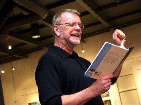 Dette bildet er fra da Klaus Hagerup leste fra bøkene om Markus under Litteraturfestival i  Bibliotekets aula i 2003.