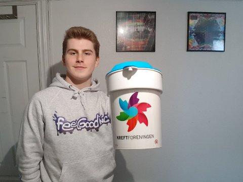 SAMLER INN: Andreas Biedilæ er russepresident på Glemmen, og er en av over 100 russ på skolen som skal gå med bøsse den 11. mars. Da samler også elever fra Frederik II inn penger til Kreftforeningen.