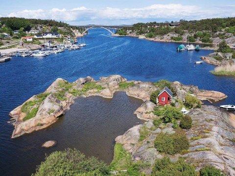 Båtholmen ligger vakkert til i Skjelsbosundet.