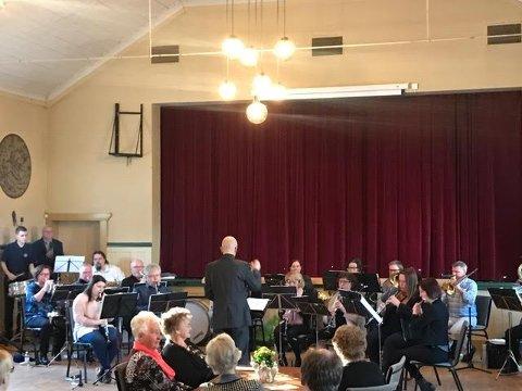 VÅRKONSERT: Med full bravur spilte Torp Musikkorpsinn inn våren  søndag.