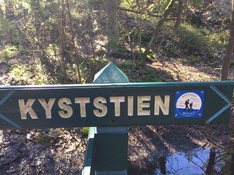 «UPROBLEMATISK»: Naboene mener ti nye hytter vil føre til trafikkøkning på  Sønningveien, som er en del av kyststien. Rådmannen – og et enstemmig bystyre – mener økningen er liten og uproblematisk.  Illustrasjonsfoto: Marianne Holøien