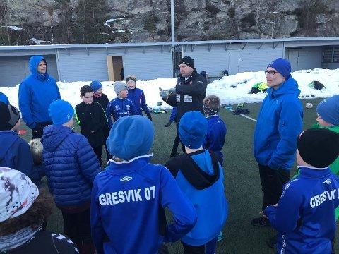 På besøk: Kasey Wehrman var tirsdag på treningsfeltet i Trondalen der han ledet en treningsøkt for Gresviks 07-gutter. (alle foto: Privat)