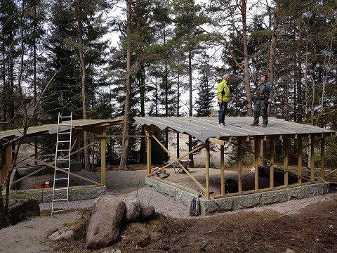 FIKK MIDLER: Et av prosjektene som blant annet er finansiert med milder fra lokalsamfunnsfondet er gapahukene på Torp.