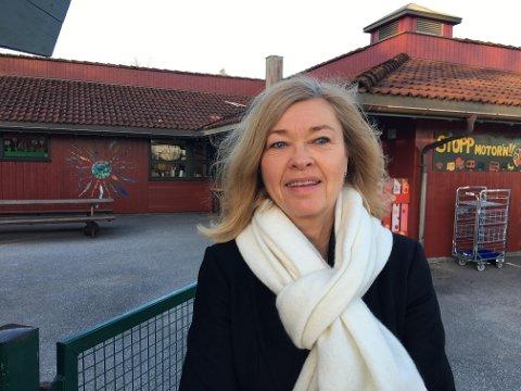 Gleder seg: Gøril Pedersen Bjerknes får tittelen fagsjef barnehage når hun begynner i Fredrikstad kommune etter sommeren. Her er hun utenfor en av de 20 kommunale barnehagene, Bjørneklova på Begby.