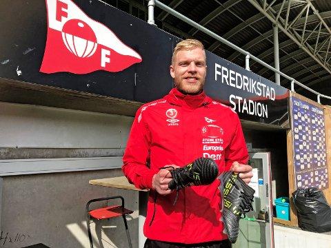TELLER NED: Mads Nielsen har startet nedtellingen for lengst. Nå håper dansken han snart kan gi publikum på Stadion noe å glede seg over. Foto: Vidar Henriksen