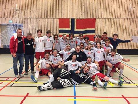 Til finalen: Her jubler Fredrikstads G19-lag etter å ha tatt seg til NM-finalen. (Foto: Privat)