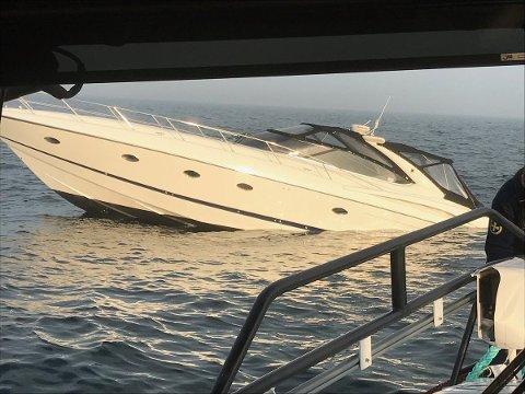 Denne cabincruiseren ble berget til Strømstad av Horn Rescue fredag kveld.