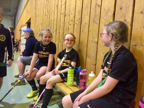 CUP ER GØY: Slevik-spillerne Thea Marie Johansen, Iren Smith og Ingrid Sollien synes det er gøy med cup hjemme i Fredrikstad.