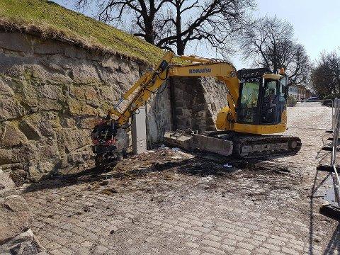 Ferdig til St. Hans: Det gamle skuret ved fergeleiet i Gamlebyen er revet. Snart kommer det et nytt.