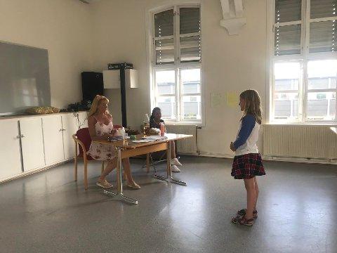 ST. CROIX-HUSET: Lineá Teigen Nygård (8 år) hadde reist helt fra Sarpsborg for å delta på Hakkebakkeskogens audition.