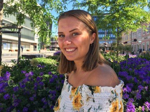 –  Det har vært skummelt å hoppe ut i offentligheten, vondt å se mennesker ta avstand, sårende å kjenne på motstand og ikke minst vært drit irriterende å få høre av voksenpersoner at jeg bare burde holdt alt for meg selv, sier Anniken Bakken Lundberg (23).