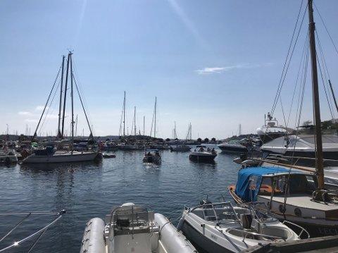 Strømstad en populær havn, men færre har overnattet der denne rekordvarme sommeren.