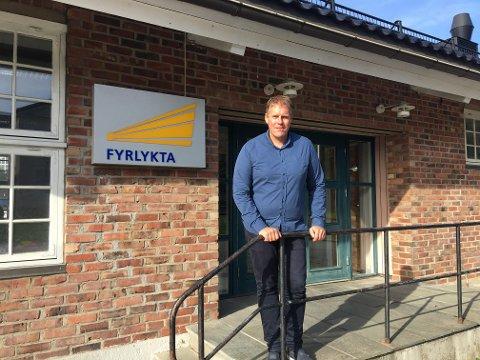 Fornøyd: Jørgen Fredheim er glad for den nye jobben som daglig leder av Stiftelsen Fyrlykta. Hovedkontoret ligger i Fredrikstad sentrum, bak biblioteket.